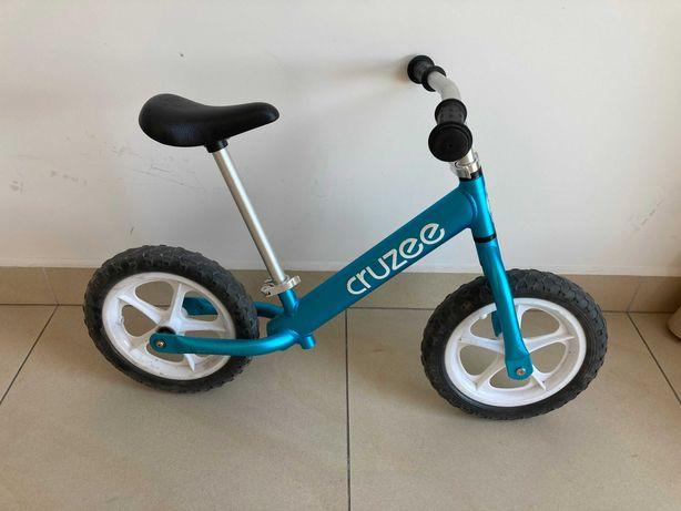 Superlekki rowerek biegowy Cruzee niebieski