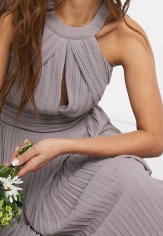 Sukienka TFNC plisowana maxi z rozcięciem