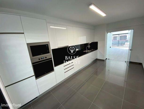 Apartamento T2 NOVO com 102m2 e Estacionamento em ALMANCIL (1.Dt_C)