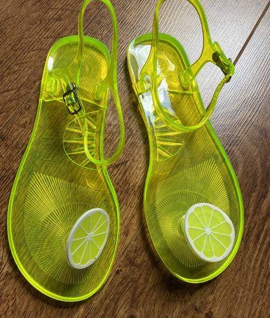 Nowe sandały neonowe przeźroczyste