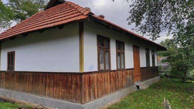 Будинок в центрі селища