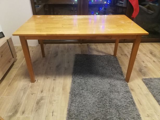 Drewniany stół do odnowienia
