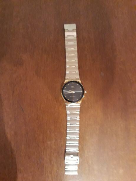 Продам женские часы