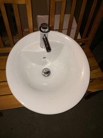 Umywalka nablatowa owalna z baterią