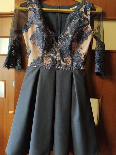 Платье очень красивое.