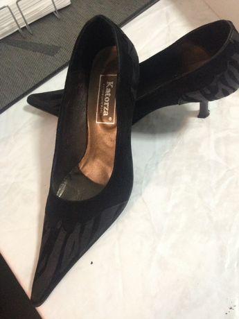 Vários modelos sapatos sortidos novos marca Kartoza e sandálias da Gre