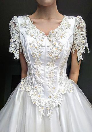 Piękna suknia ślubna.Rozmiar 38