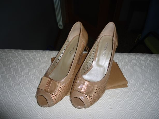 Sapatos NOVOS de salto abertos à frente - tom areia