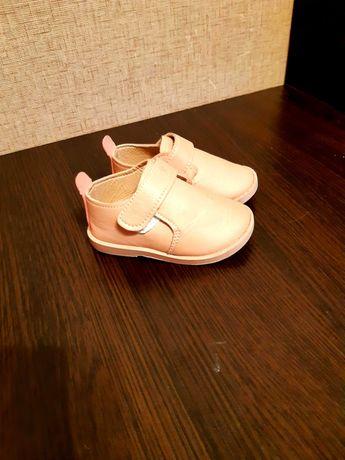 Черевички для дівчинки. Обувь для маленькой девочки.