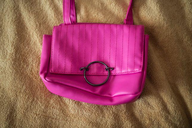 Różowa torebka avon