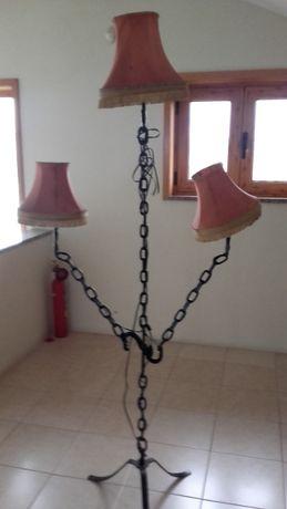 Candeeiro de pé artesanal