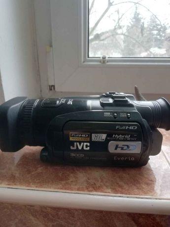 Cyfrowa kamera JVC z przetwornikiem obrazu 3 CCD