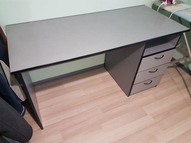 Рабочий стол для офиса или дома