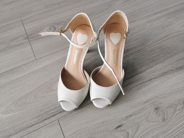 Sandały białe szpilki