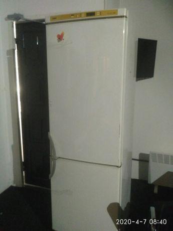 Продам большой немецкий холодильник