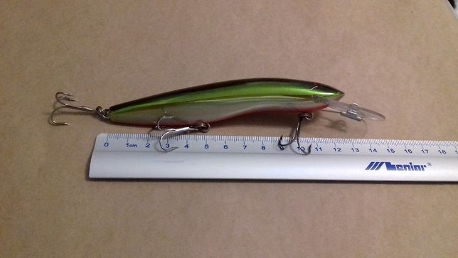 Duże woblery ; Wobler 12 cm 21 g. pływający z grzechotką mocna praca
