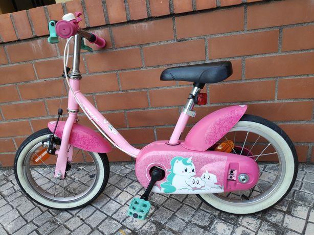 Bicicleta infantil com rodinhas em otimk estado
