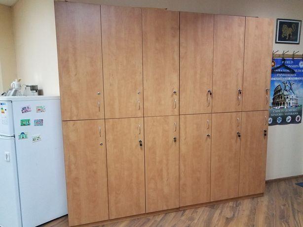 Розпродаж офісних меблів