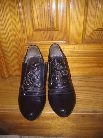 Продам взуття