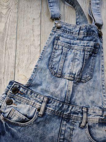 Голубой летний джинсовый комбинезон шортами