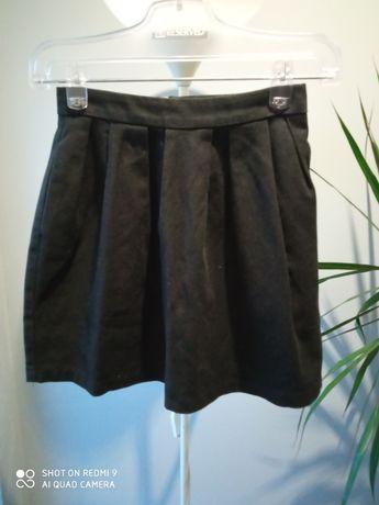 Czarna spódniczka z kieszeniami