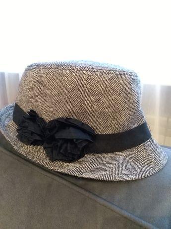 Piękny kapelusz szaro- czarny z kwiatami i złotą nitką, H&M, 13-14 lat