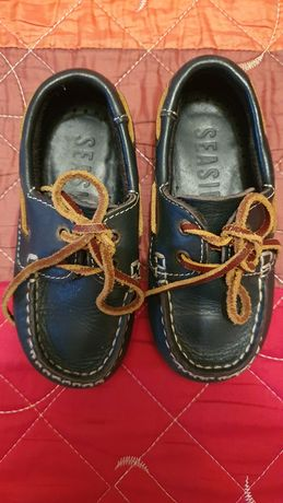 Sapatos tamanho 24