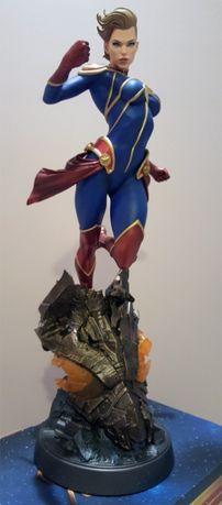 Statua Captain Marvel Premium Format Sideshow