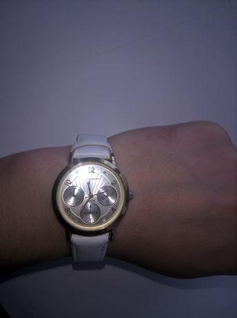Часы женские quartz,со стразами