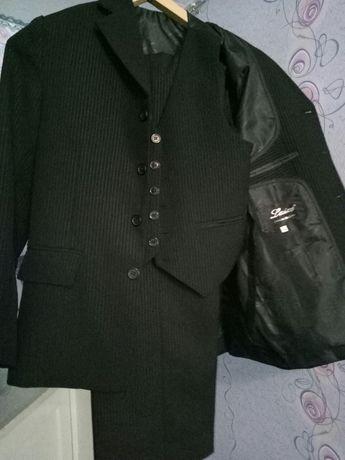 Продам школьный костюм(тройка)