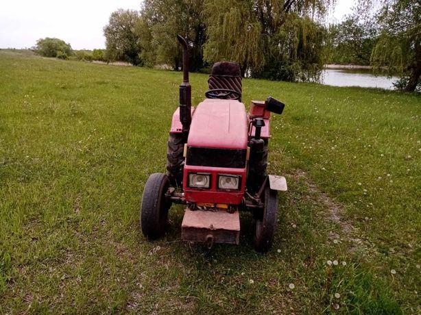 Продам трактора за подробицями по тилифону +380 98 661 3861