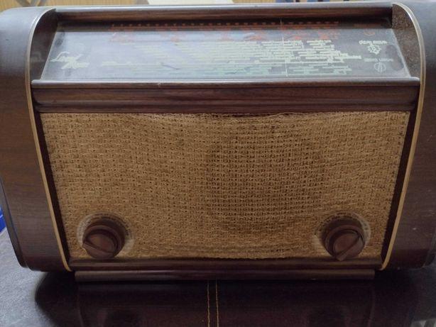 Rádio antigo grande, da Luxor Radio