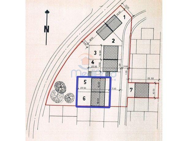 Dois lotes de Terreno Urbano com 450 m2 em Casal de Cambra