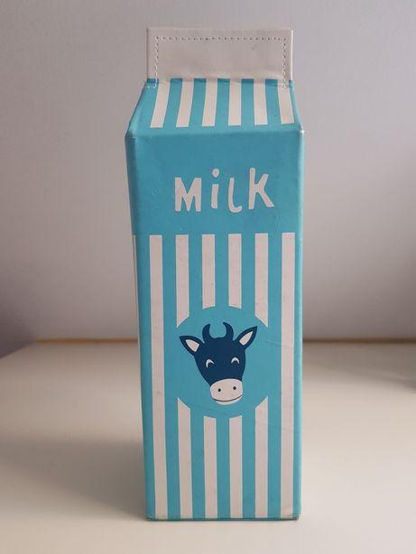 Piórnik karton mleka