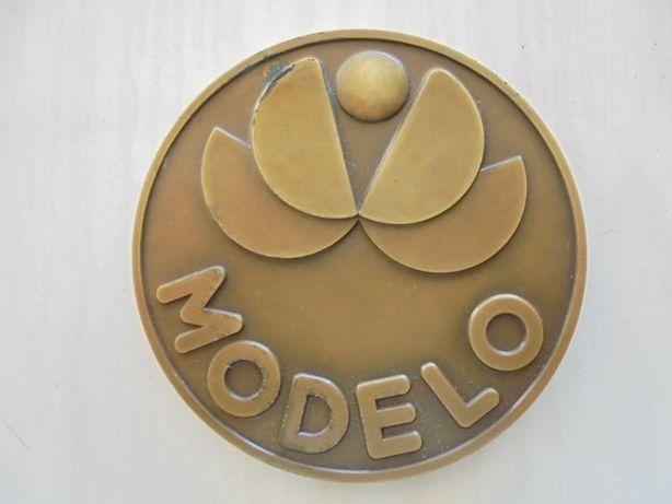 Crachás e Medalha Supermercado Modelo (Grupo Sonae)