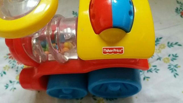 Паровозик Fisher Price