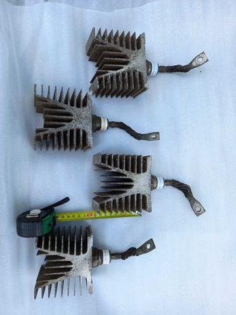 Diody do spawarki rozruchu  250A unitra  z radiatorami