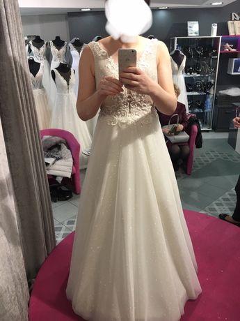 Suknia ślubna 40 L blyszczaca