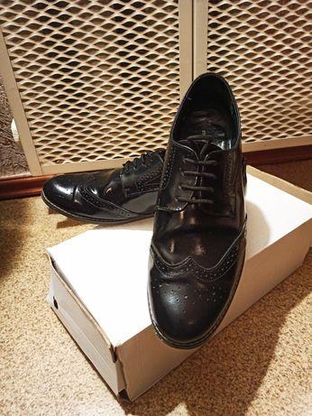 Туфли, броги, полностью лакированные, Италия.