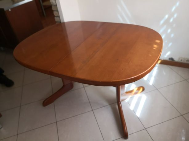 Stół rozkładany drewniany do jadalni lub salonu