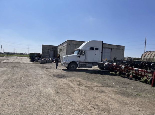Продажа тракторной бригады 1066 кв.м.-есть участок и бетонная площадка