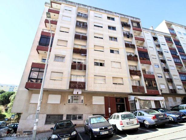 Apartamento T2 remodelado no Pendão