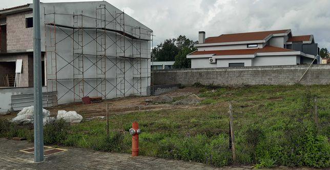 Lote Terreno para Moradia Gaveto, em Turiz - Vila Verde