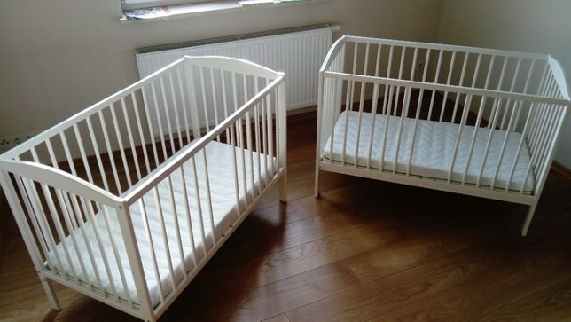 2 kompletne zestawy łóżeczek dziecięcych 120x60 razem z pościelą