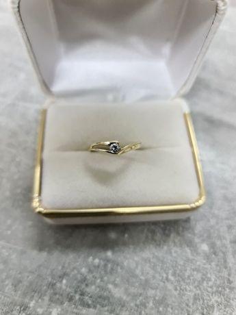 585 Cudny złoty pierścionek z cyrkonią