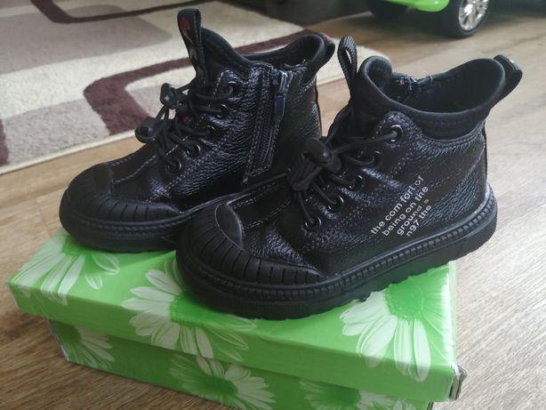 Продам ботинки демисезонные осень р. 25-17 см