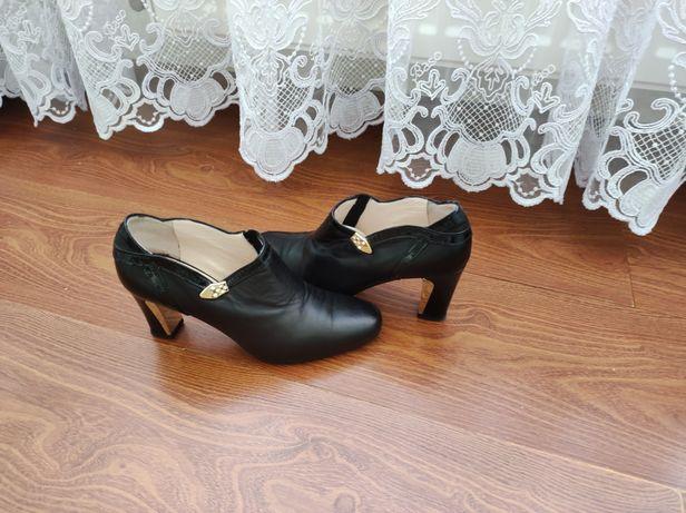 Жіночі туфлі , натуральна шкіра, виробник Італія фірма Академія