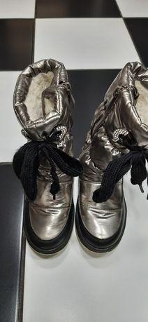 Зимове взуття,чобітки,дутікі.