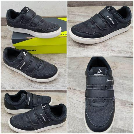 Demix стильные, удобные и лёгкие кроссовки слипоны на липучках.