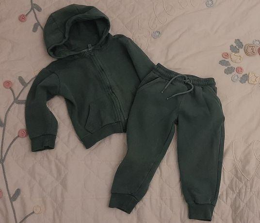 Теплый спортивный костюм на мальчика 2-3года